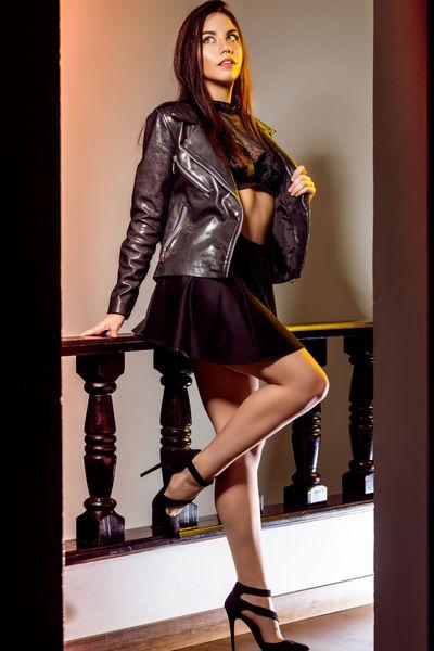 Effie Wong - Escort Girl from Davenport Iowa