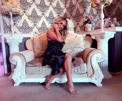 Isabelle Brownie - Escort Girl from Naperville Illinois