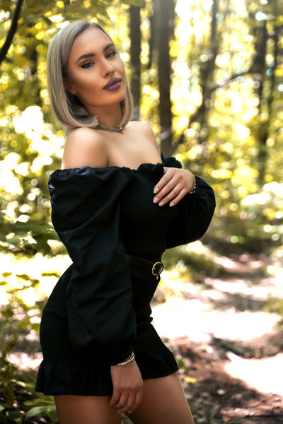 Elizabeth Maness - Escort Girl from Nashville Tennessee