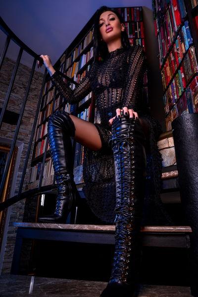 Azteka De Vylle - Escort Girl from Naperville Illinois